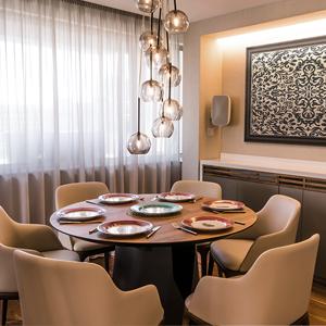 London Apartment Dining